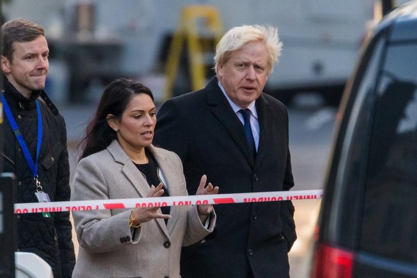 Boris Johnson na miejscu tragedii /VICKIE FLORES /PAP/EPA