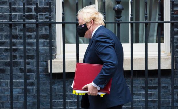 """Boris Johnson nie chciał lockdownu. """"Umierają tylko 80-latkowie"""""""