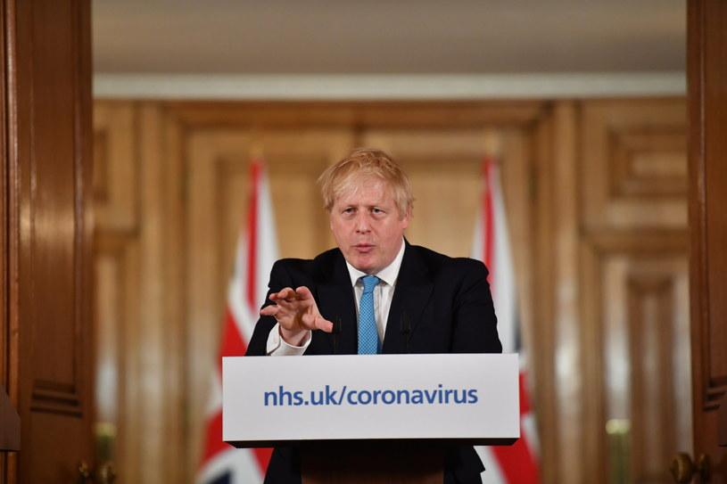 Boris Johnson podczas codziennej konferencji prasowej na temat koronawirusa /LEON NEAL / POOL /PAP/EPA