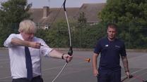Boris Johnson uczył się strzelania z łuku