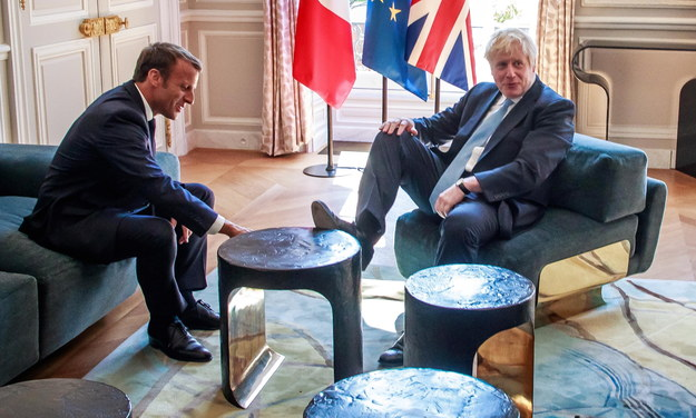 Boris Johnson z wizytą u prezydenta Francji /CHRISTOPHE PETIT TESSON /PAP/EPA