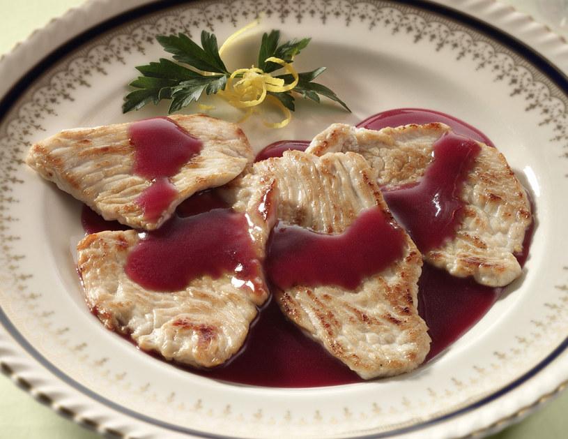 Borówka brusznica świetnie nadaje się do sosów do mięs /123RF/PICSEL