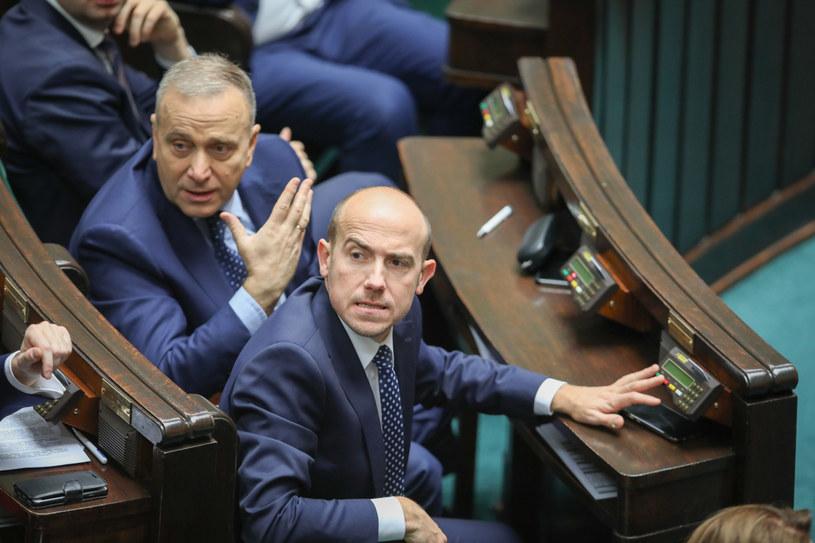 Borys Budka (po prawej) i Grzegorz Schetyna (po lewej) w Sejmie /Andrzej Iwańczuk /Reporter