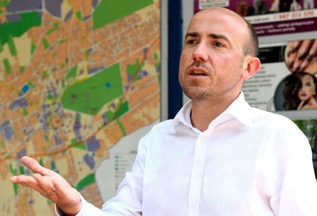 Borys Budka podczas spotkania z mieszkańcami na Rynku w Łańcucie /Darek Delmanowicz /PAP