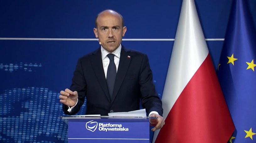 """Borys Budka prezentuje program """"Bezpieczna Polska"""" /Platforma Obywatelska /facebook.com"""