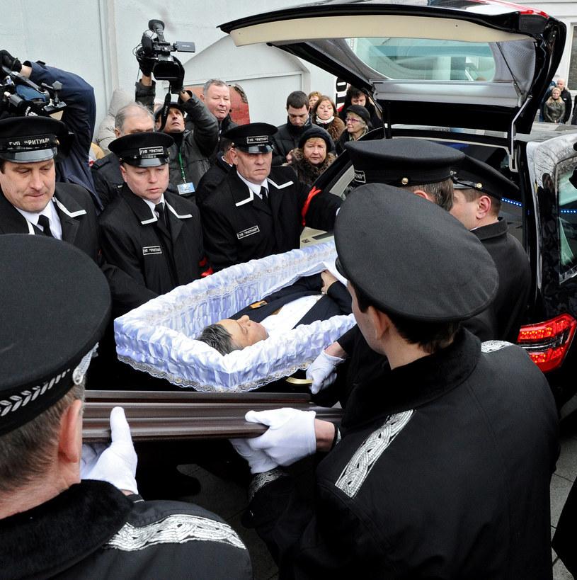 Borys Niemcow w trumnie /AFP
