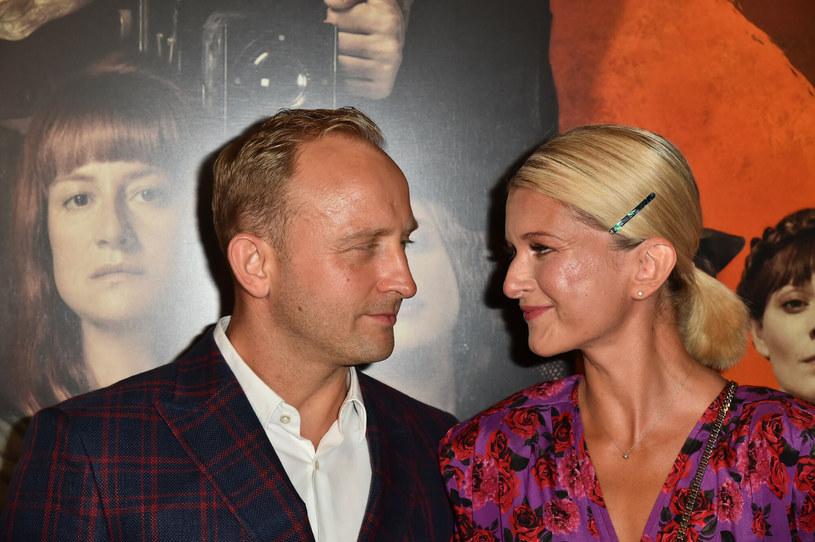 Borys Szyc i Justyna Nagłowska na czerwonym dywanie /Artur Zawadzki /East News