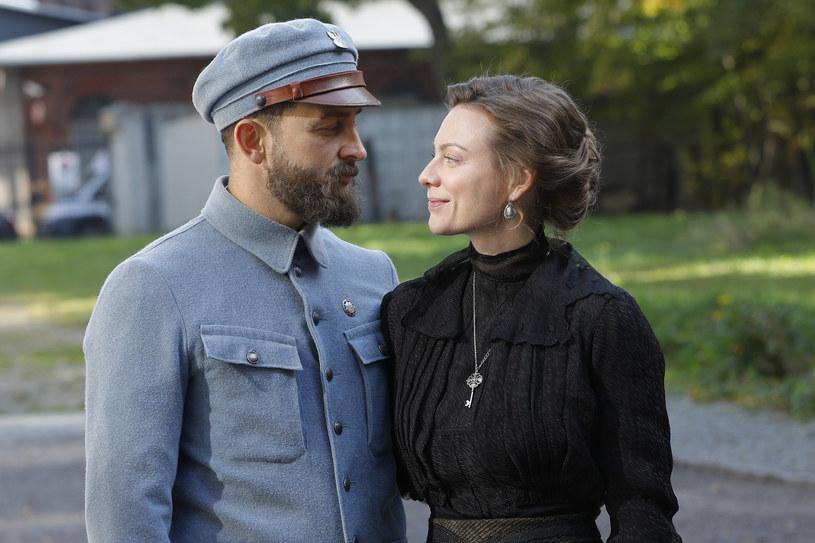 Borys Szyc i Magdalena Boczarska jako Józef Piłsudski i Maria, jego pierwsza żona /Gałązka /AKPA