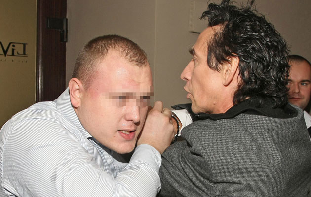 Borysewicz szarpie się z ochroniarzem klubu, fot. Marcin Dlawichowski  /Agencja FORUM