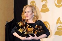 Bosonoga i odchudzona Adele triumfowała na Grammy