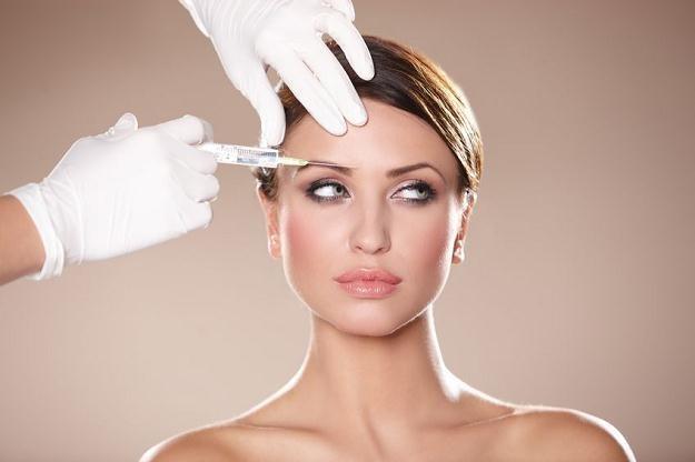 Botoks powinien być podawany tylko z przepisu lekarza /©123RF/PICSEL