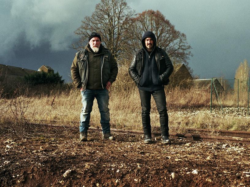 """Bouli Lanners i Albert Dupontel w scenie z filmu """"Ostatni będą pierwszymi"""" /materiały prasowe"""