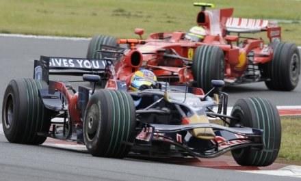 Bourdais, a za nim Massa. Było gorąco! /AFP