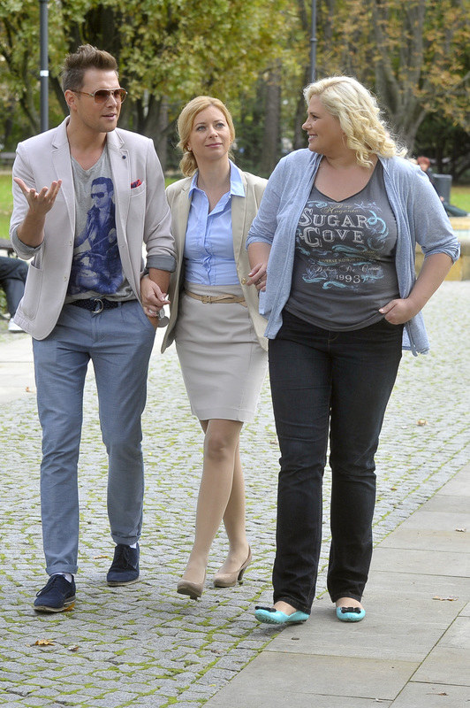 Bożena (Ewa Kaim), Agata (Elżbieta Romanowska) i Jurek (Marek Kaliszuk) to zgrana paczka przyjaciół. /Kurnikowski /AKPA