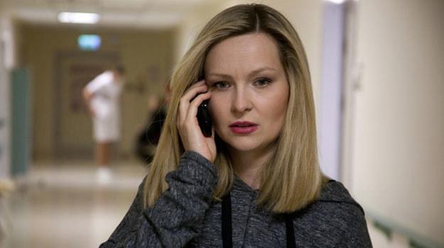 Bożena (Marieta Żukowska) odwiedzi ojca w szpitalu i zacznie go urabiać /Agencja W. Impact