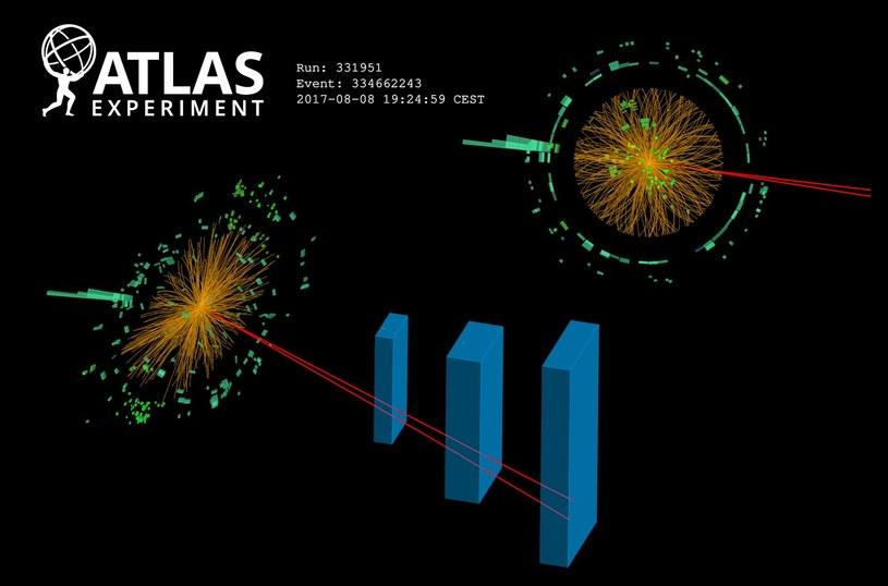Bozon Higgsa rozpada się na dwa miony (czerwone linie) i foton (zielone linie) /materiały prasowe