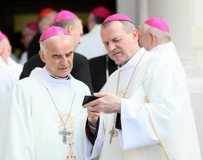 Bp Marian Florczyk (z lewej) i abp Tadeusz Wojda na zdjęciu archiwalnym z 2019 roku /Piotr Molecki /East News