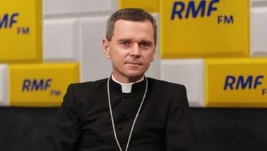 Bp Milewski: Chciałbym przeprosić za milczenie polskich biskupów. Mamy wreszcie przełom