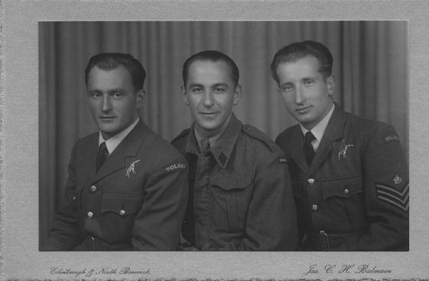 Bracia Budzińscy, wśród nich Mieczysław (pierwszy z lewej) /Odkrywca