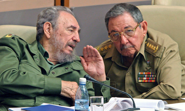 Bracia Fidel i Raul Castro /AFP