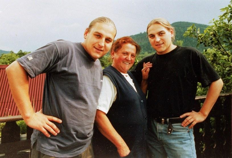 Bracia Golcowie z mamą /Krzysztof Wojda /Reporter