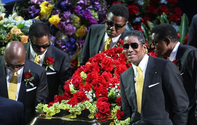Bracia Jackson na uroczystości pożegnalnej Michaela  /Splashnews