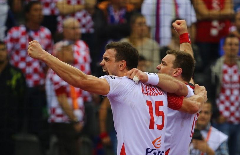 Bracia Michał i Bartosz Jureccy świętują awans do półfinału MŚ w Katarze /AFP