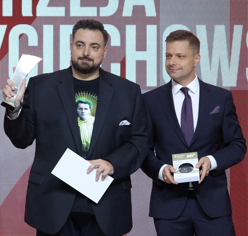 Bracia Sekielscy podczas odbierania nagrody Nagrody Radia ZET im. Andrzeja Woyciechowskiego /Piotr Molecki /East News