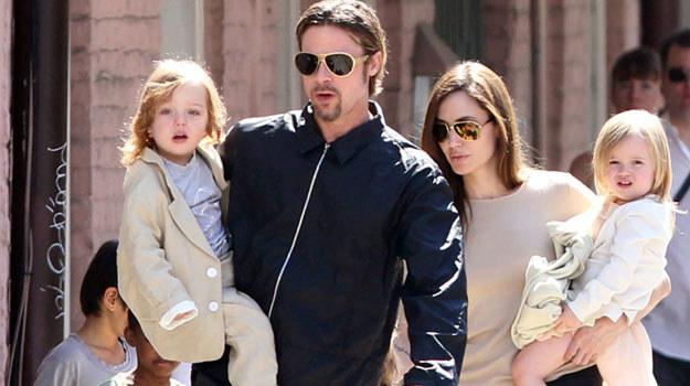 Brad Pitt z Angeliną Jolie i dziećmi /PAP