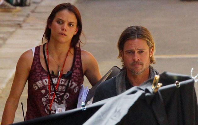 Brad Pitt z asystentką  /Splashnews