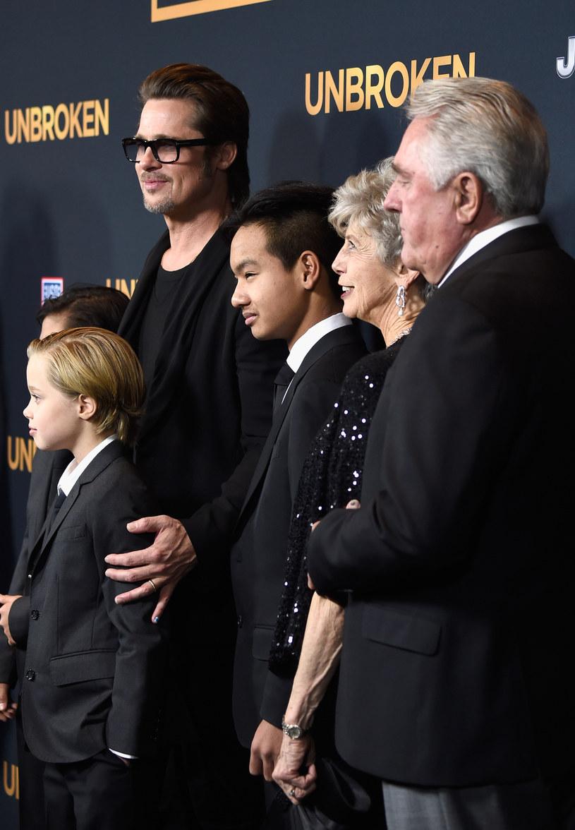 Brad Pitt z dziećmi na premierze /Frazer Harrison /Getty Images