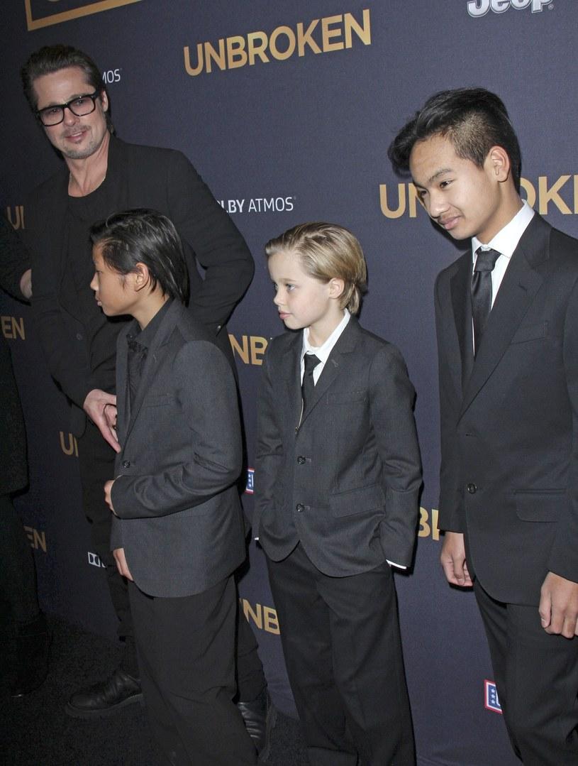 Brad Pitt z dziećmi /East News