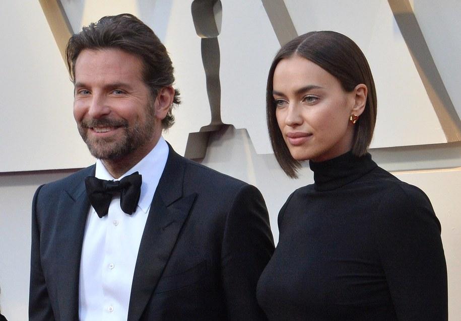 Bradley Cooper i Irina Shayk na rozdaniu Oscarów /JIM RUYMEN /PAP/EPA