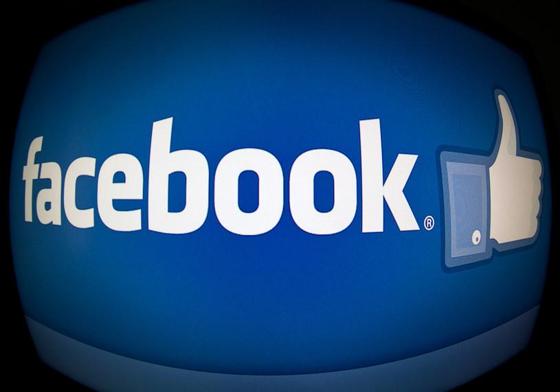 """""""Brak folii ochronnej"""" stał się już standardowym motywem przekrętu na Facebooku /AFP"""