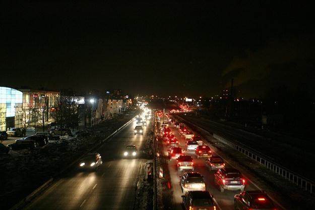Brak oświetlenia może prowadzić do wypadków / Fot: Marcin Smulczyński /Agencja SE/East News