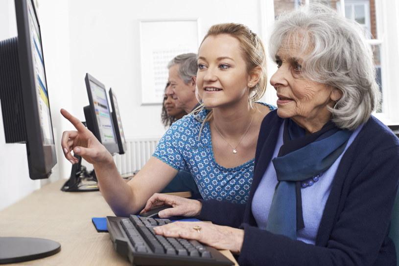 Brak potrzeby, umiejętności oraz wiek – to najczęstsze przyczyny, dla których nie wszyscy Polacy korzystają z sieci /123RF/PICSEL