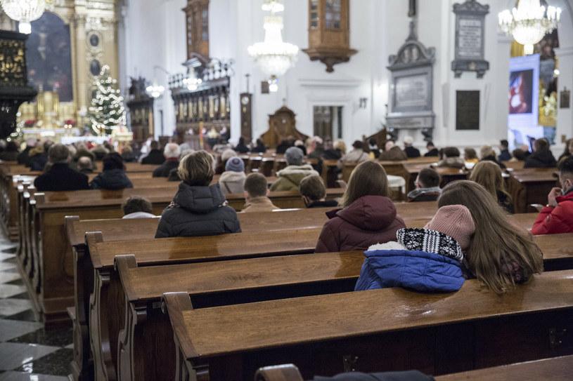 Brak takiej decyzji nie ma podstaw naukowych – ekspert o otwartych kościołach /Marek Berezowski /Reporter