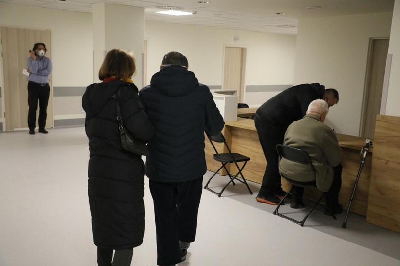 Brakuje chętnych seniorów do szczepienia się /Jakub Kaminski/East News /East News