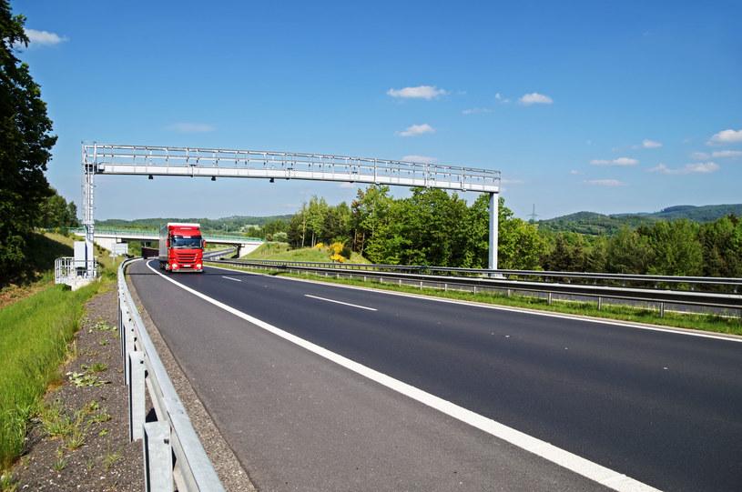 Brakuje pieniędzy na utrzymanie i budowę dróg szybkiego ruchu oraz autostrad /123RF/PICSEL