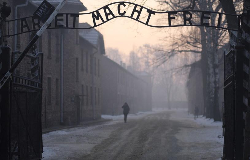 Brama byłego obozu Auschwitz I /PAP/EPA