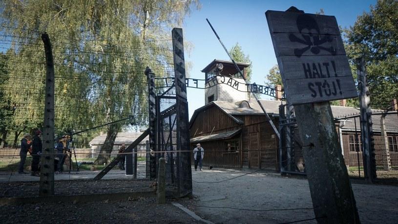 Brama do obozu koncentracyjnego Auschwitz-Birkenau. Fot. Inborn Media /