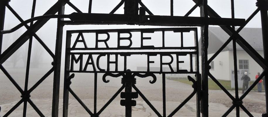 Brama do obozu w Dachau /DPA/Andreas Gebert /PAP