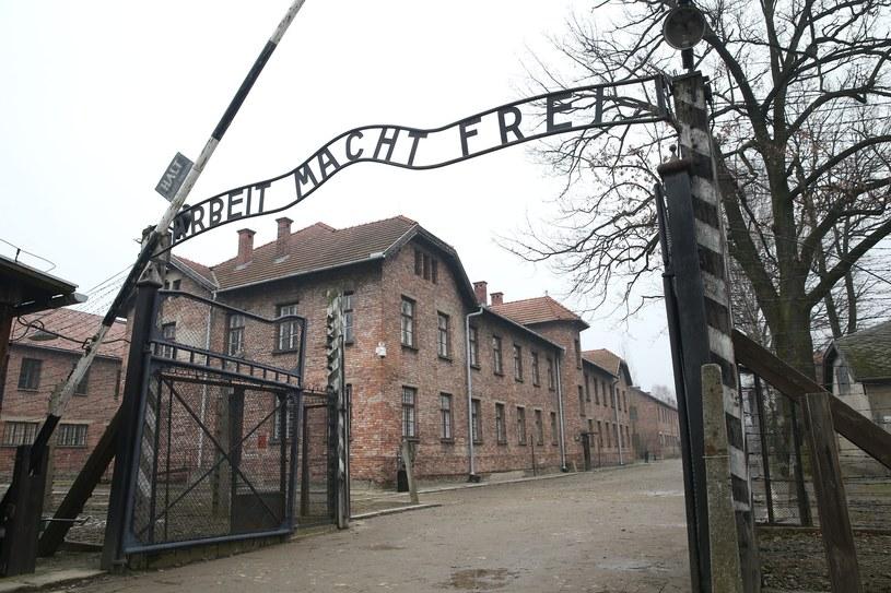 Brama niemieckiego obozu koncentracyjnego Auschwitz /Damian Klamka /East News