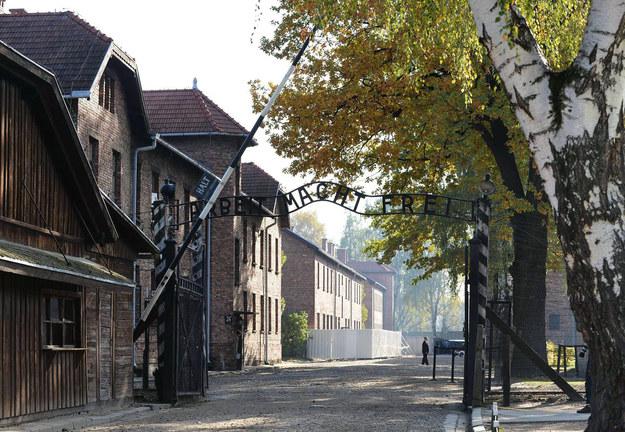 Brama obozowa w Auschwitz I /AFP