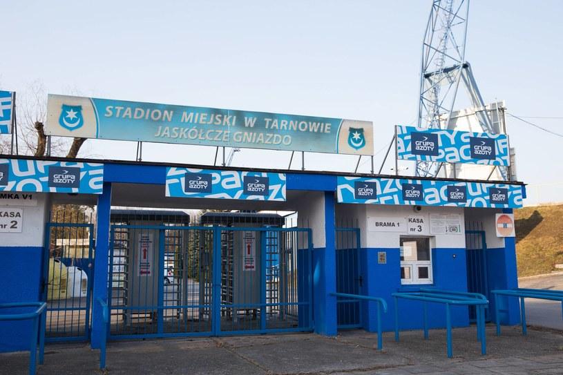 Brama wejściowa stadionu Unii Tarnów /Newspix