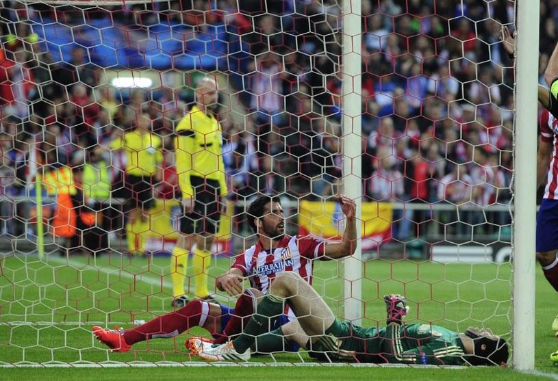 Bramkarz Chelsea Londyn Petr Czech doznał poważnej kontuzji podczas meczu z Atletico Madryt /AFP