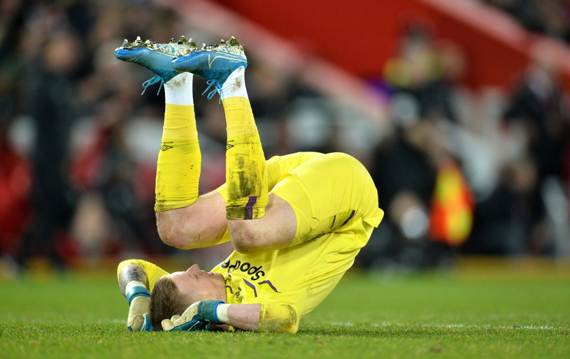 Bramkarz Evertonu Jordan Pickford podczas wysoko przegranych derbów Liverpoolu /PAP/EPA