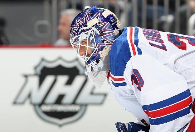 Bramkarz Henrik Lundqvist z New York Rangers /AFP