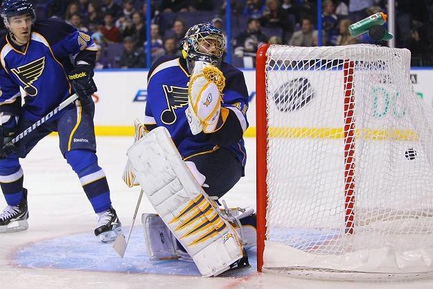 Bramkarz Jaroslav Halak z St. Louis Blues rozegrał dobry mecz z Detroit Red Wings /AFP