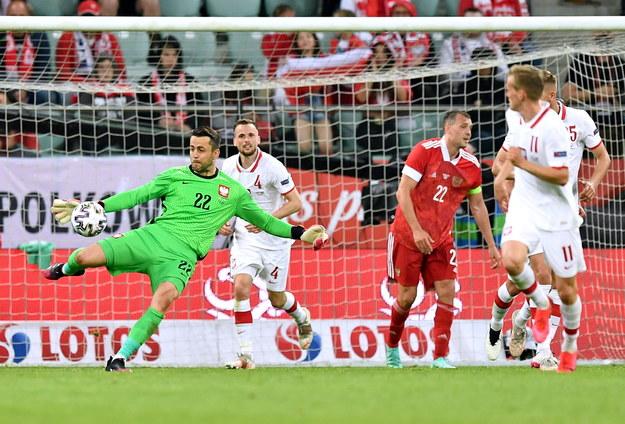 Bramkarz piłkarskiej reprezentacji Polski Łukasz Fabiański podczas meczu towarzyskiego z Rosją / Maciej Kulczyński    /PAP